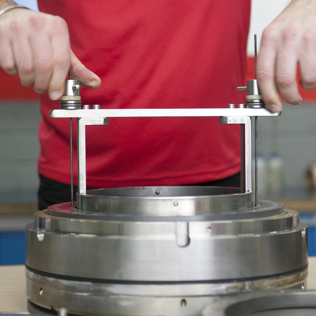 Reparatur-eines-Hochdruckventils-bei-Flowserve-Dortmund.jpg